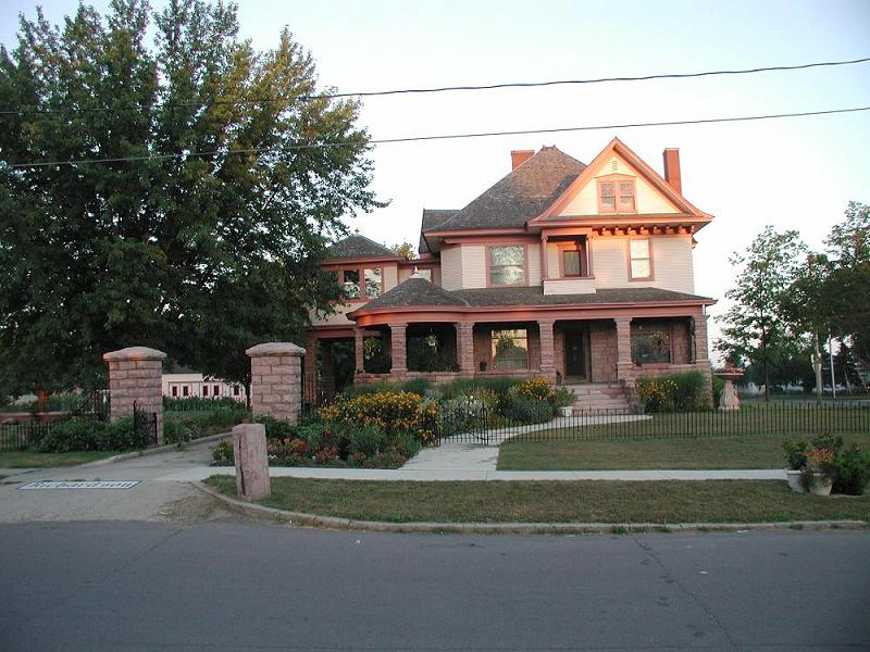 1906 Victorian In Le Mars Iowa Oldhouses Com