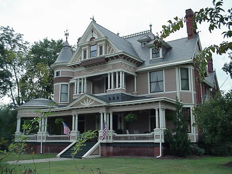 1897 victorian queen anne in jackson georgia for Queen anne victorian house