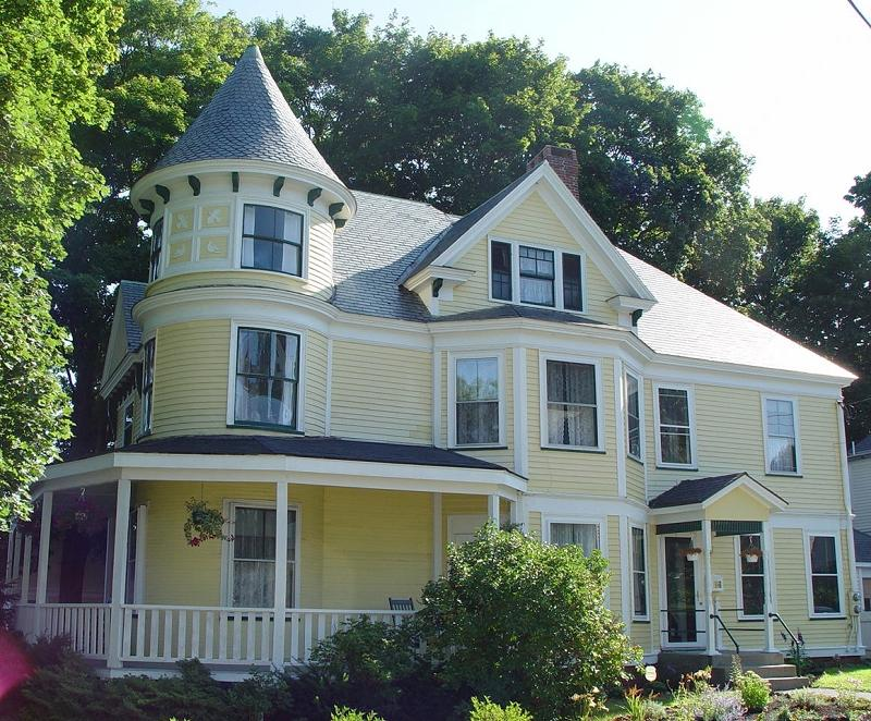 1900 victorian queen anne in amesbury massachusetts for Queen anne victorian house