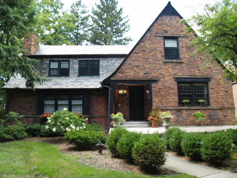 1927 tudor revival in huntington woods michigan for Tudor style house for sale