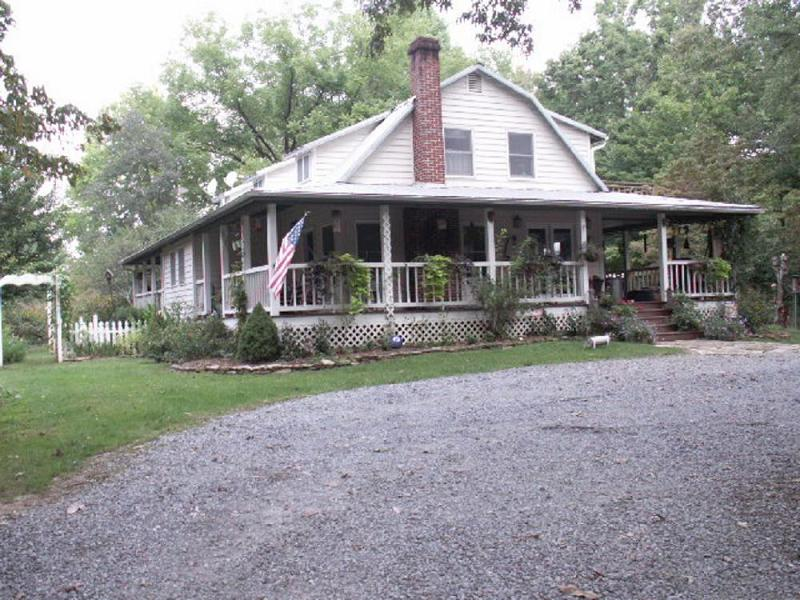1938 farmhouse in ellijay georgia for Old farm houses for sale in georgia