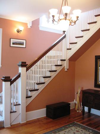 Elegant Staircase in Entry Foyer