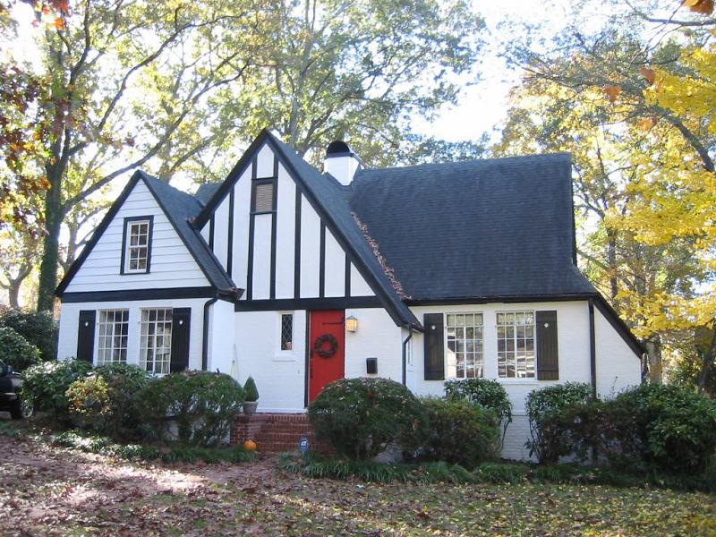 C 1926 tudor revival in greenville south carolina for Cottage style homes greenville sc