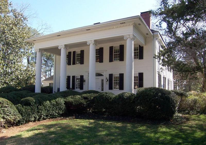 Stately plantation home in historic Covington
