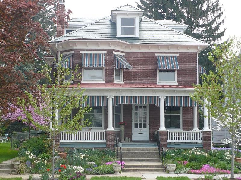 C 1915 American Foursquare In New Cumberland