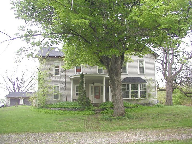 Large 1873 renovated farmhouse with turn of the century history