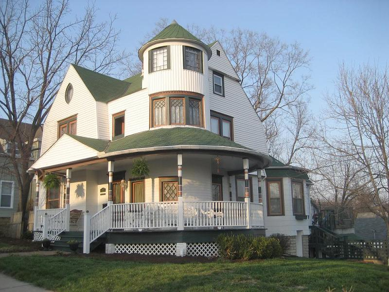 1895 Victorian Queen Anne In Liberty Missouri
