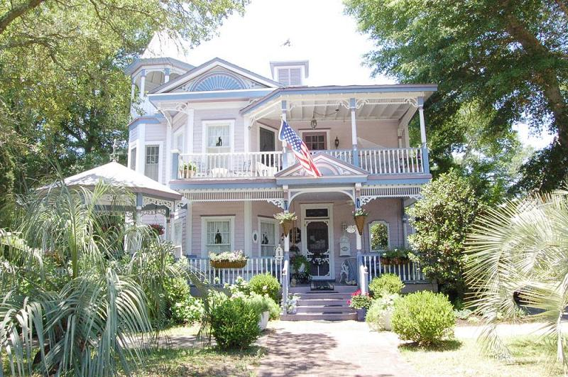 Swell 1910 Victorian In Southport North Carolina Oldhouses Com Home Interior And Landscaping Mentranervesignezvosmurscom