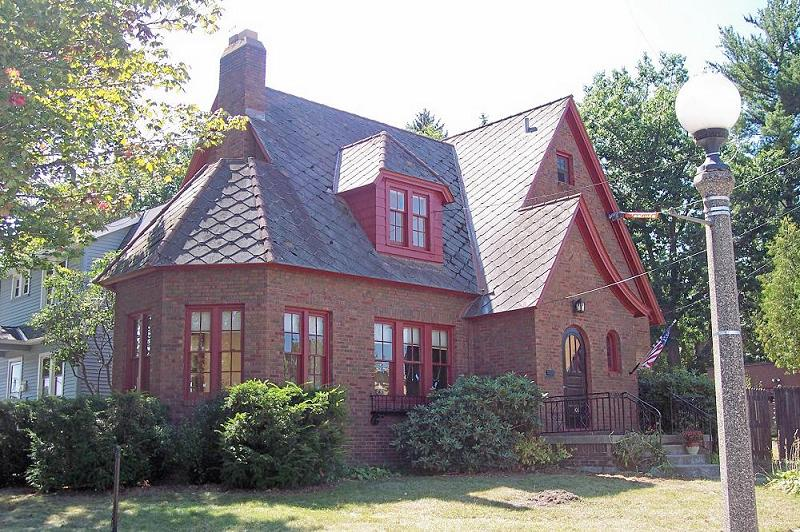 1928 tudor revival in marquette michigan for Tudor style house for sale