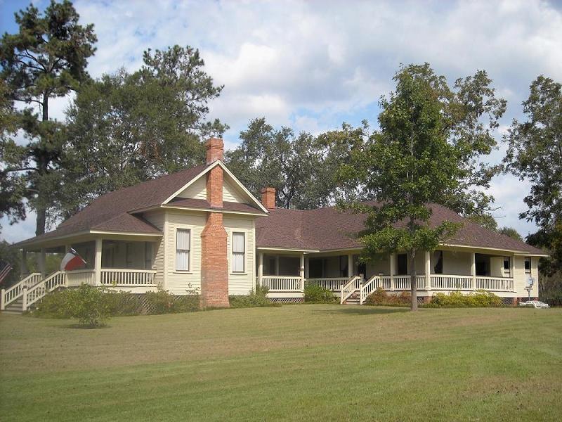 1916 farmhouse in chireno texas for Texas farmhouse builders