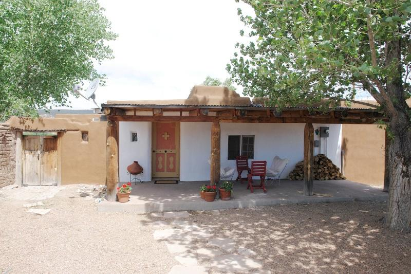 c. 1800 Adobe in Alcalde, New Mexico - OldHouses.com