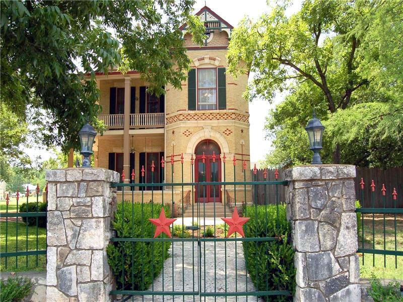1895 Victorian In Comfort Texas Oldhouses Com