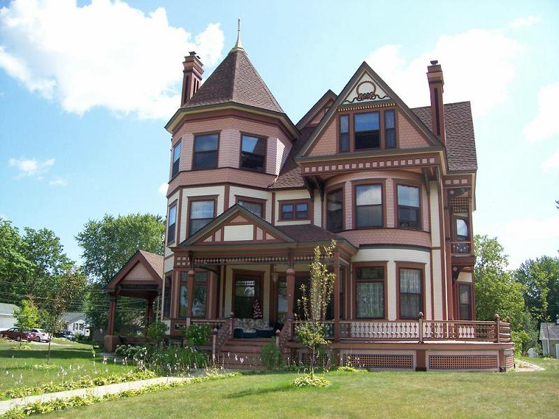 C 1889 victorian queen anne in wisconsin rapids for Queen anne victorian homes