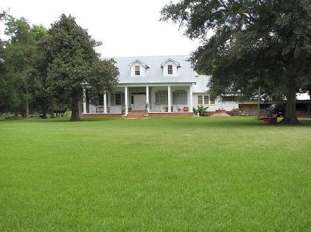 1832 Plantation photo