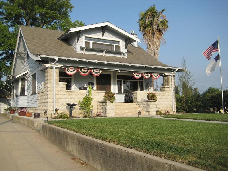 1910 craftsman bungalow in whittier california for Craftsman homes for sale in california