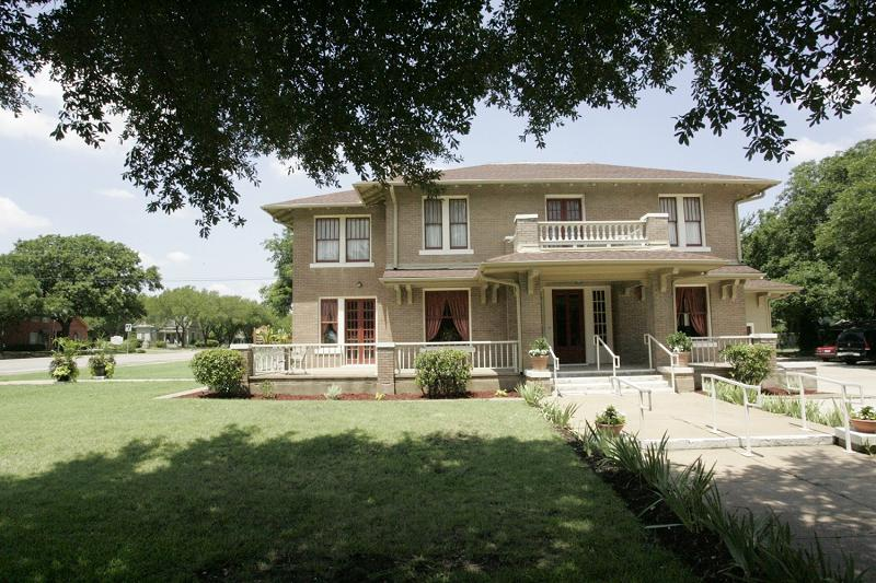 C 1903 craftsman foursquare in midlothian texas for Craftsman homes for sale in texas