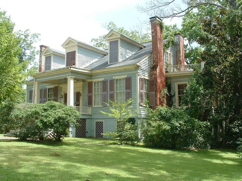 THE HISTORIC ELLIOTT HOUSE