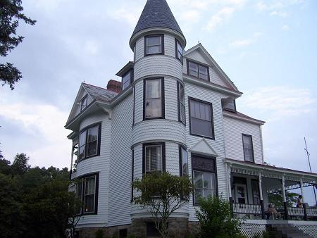 1895 Victorian: Queen Anne photo