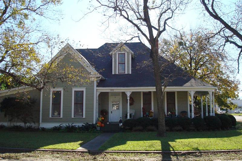 1898 victorian cottage in rosebud  texas