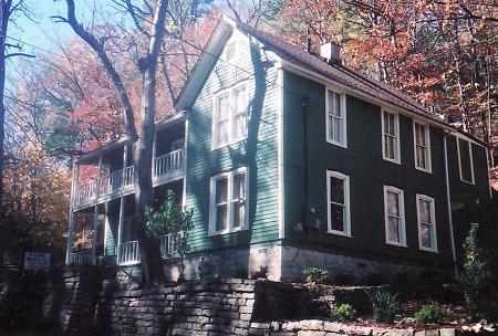 1890 Cottage photo