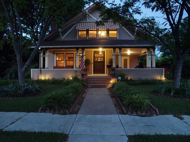 C 1916 Prairie Style Bungalow In Georgetown Texas