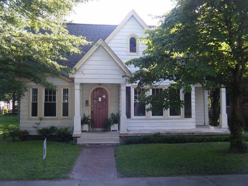 1935 tudor revival in wilson north carolina for Tudor style homes for sale
