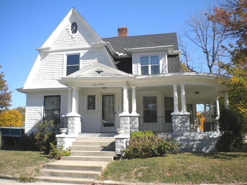 c. 1900 Victorian in Ladoga, Indiana - OldHouses.com