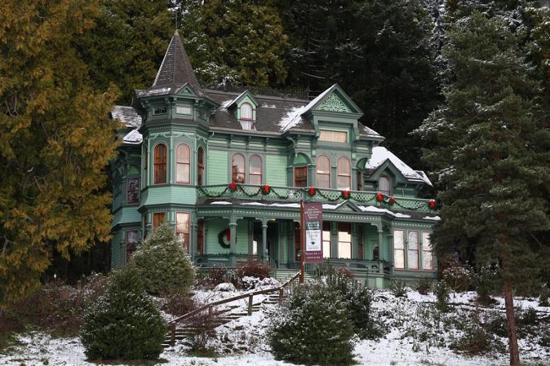 The Shelton McMurphey Johnson House Was Built In 1888 On A Hill Overlooking City Of Eugene Oregon Three Families Who Occupied Witnessed