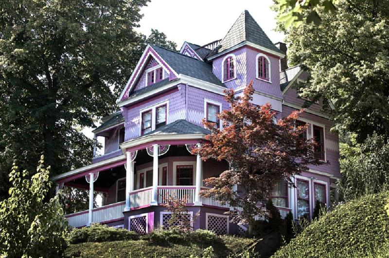 Beautiful 1888 Queen Anne Victorian Gracious