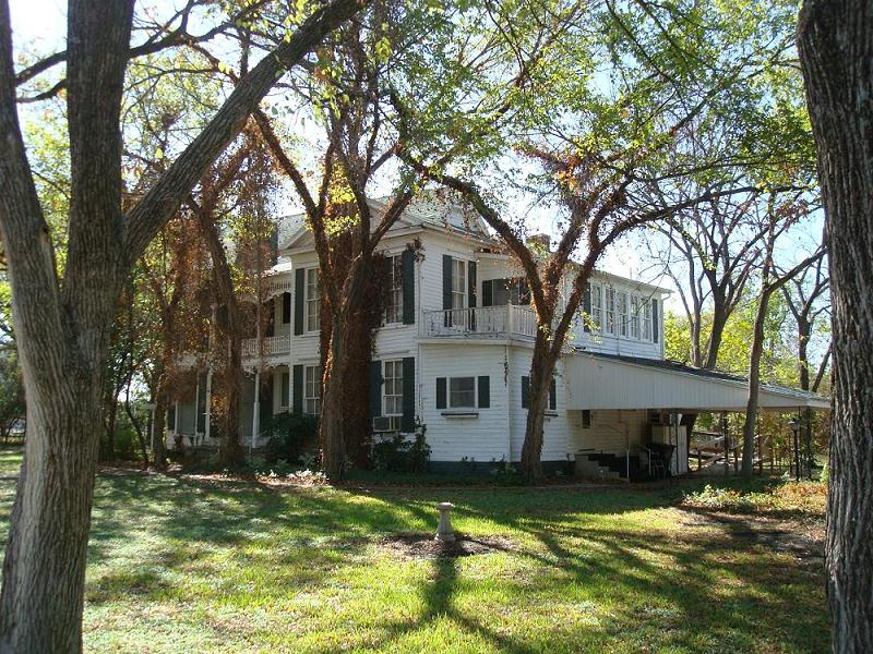 c. 1900 Plantation in Marlin, Texas - OldHouses.com