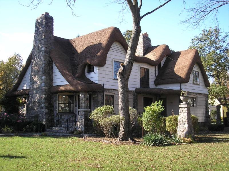 C 1920 tudor revival in caro michigan for Tudor style house for sale