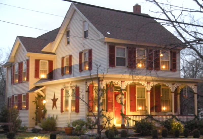 Thomas Potts House At Christmas Time