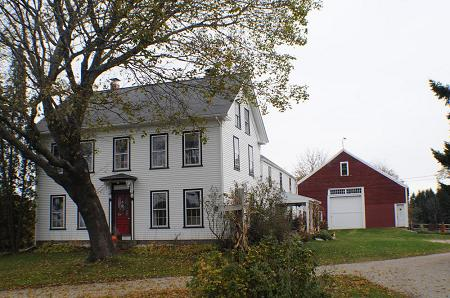 1730 Farmhouse photo
