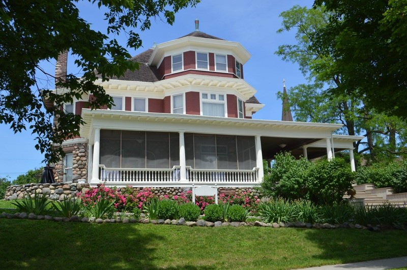 Brechet Inn B&B