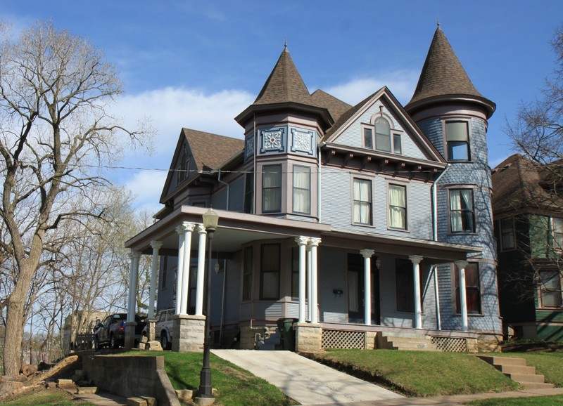 1890 victorian queen anne in davenport iowa for Queen anne victorian house