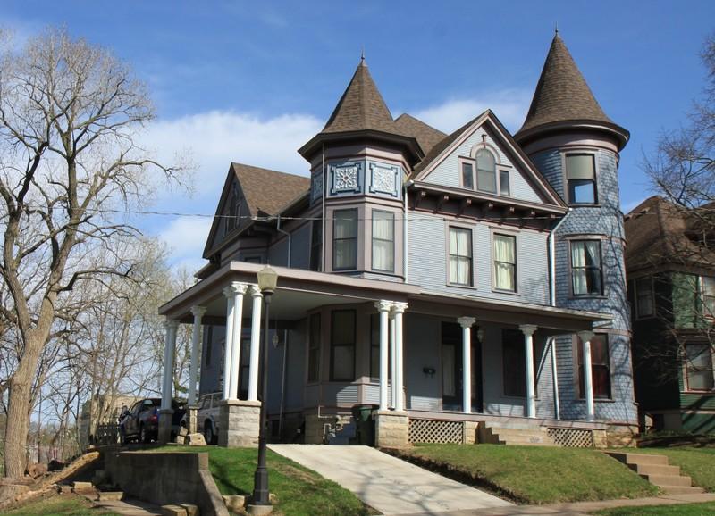 1890 Victorian Queen Anne In Davenport Iowa Oldhouses Com