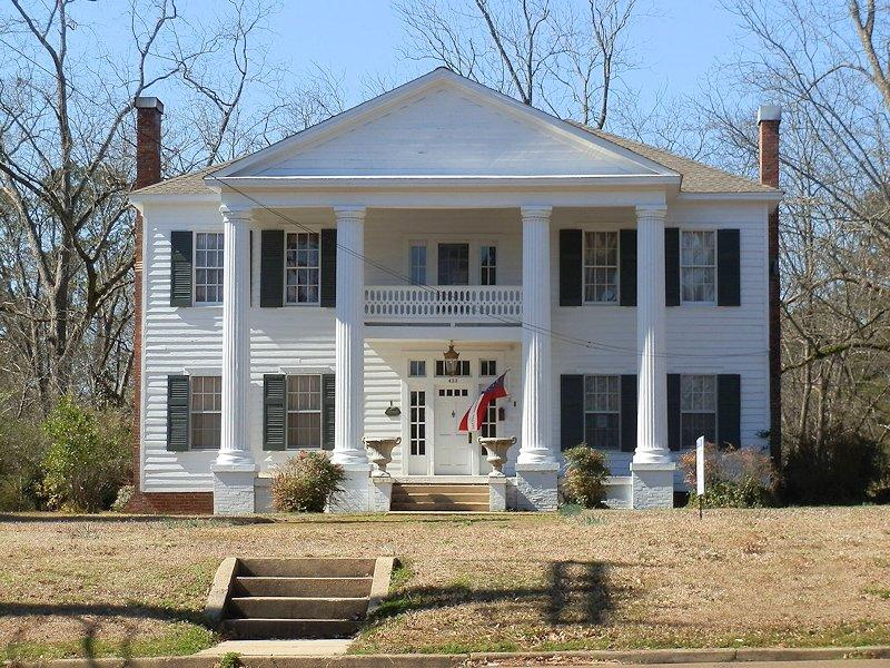 C 1920 greek revival in aberdeen mississippi for Home builders in mississippi