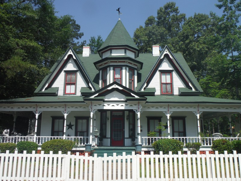 1896 victorian queen anne in maxton north carolina for Queen anne victorian house