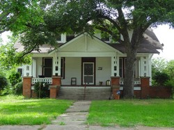 1910 Craftsman Foursquare photo