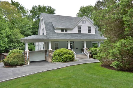 Kind center hall colonial in allendale new jersey oldhouses com