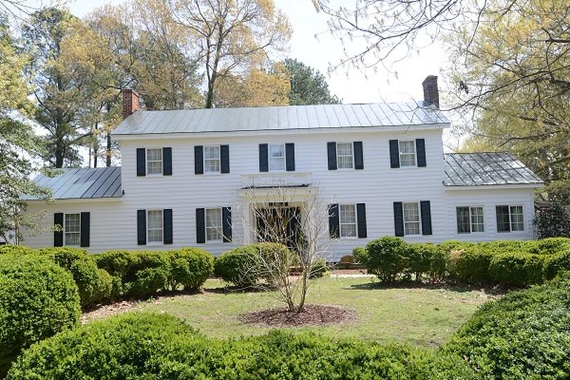 1780 Georgian Colonial In Saluda Virginia