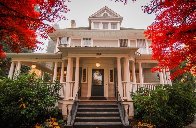 Tucked Into The Corner Of Sherman Avenue N 9th Street In A Historic Coeur D Alene Neighborhood Is Luxury Hotel At It S Finest