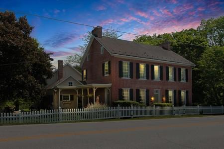 1817 Farmhouse photo