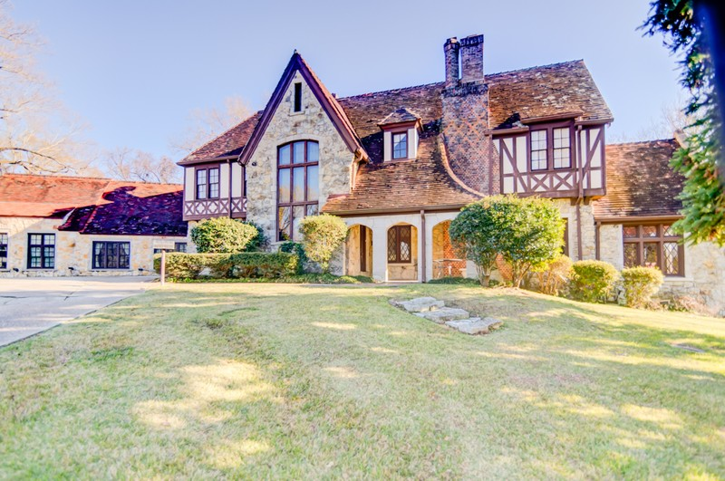 Historic Tudor Mansion