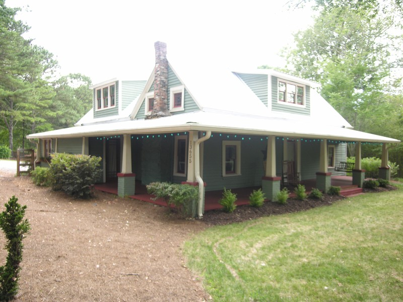 Unique & Charming Updated Farmhouse