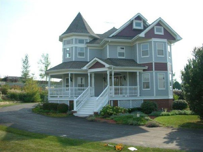 Gorgeous Victorian on 2.5 country acres...