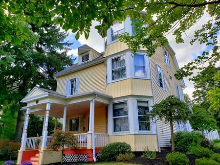 1876 Victorian: Queen Anne photo