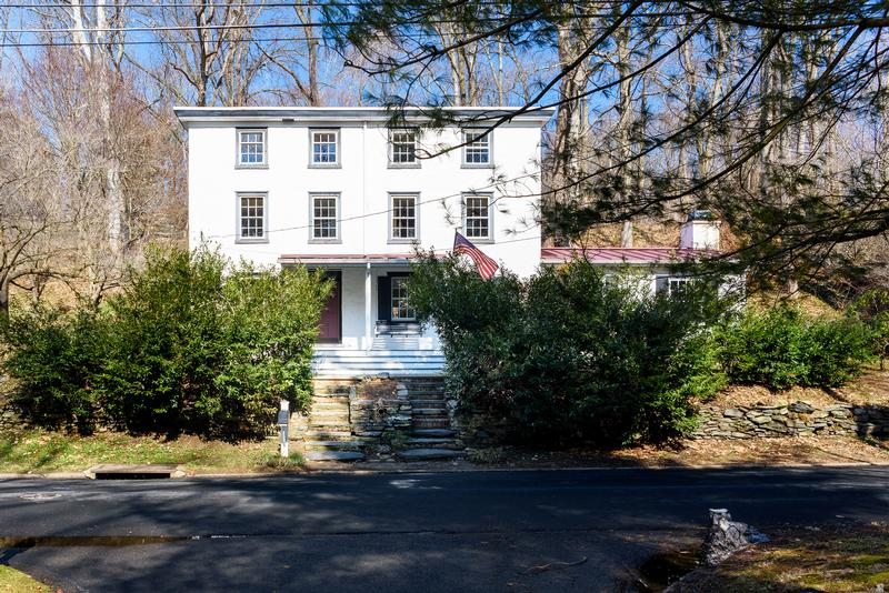 Beautifully Restored1866 Colonial