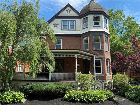 1865 Victorian: Queen Anne photo
