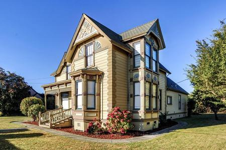 1884 Victorian: Eastlake photo